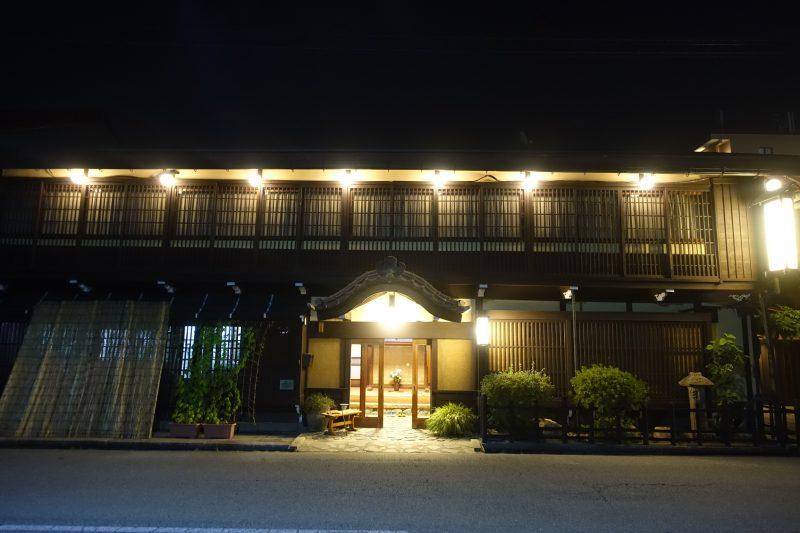 高山・旅館かみなか 外観夕景